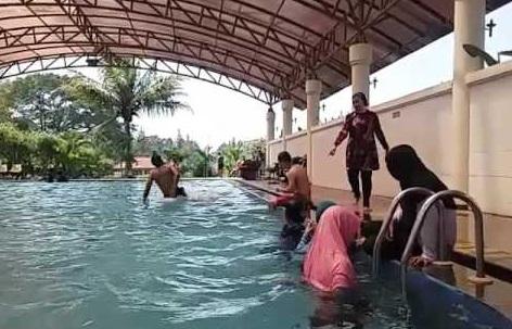 Kolam Renang Setiabudi Regency