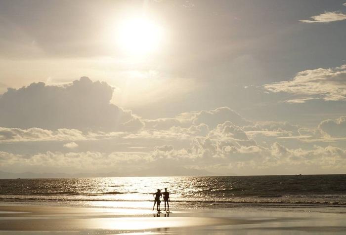 Pantai Alue Naga via IG @sapoetra_witjaksonno