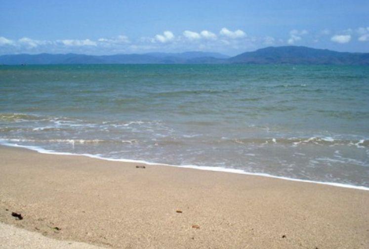 Pantai Alur Dua Muka
