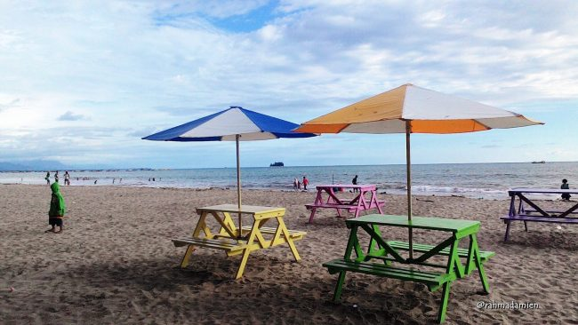 Pantai Jilbab via Kluet Raya News