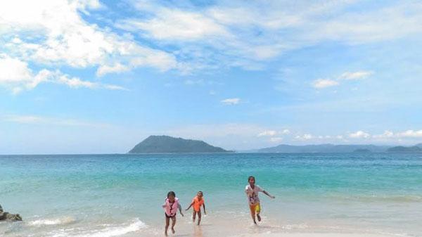 Pantai Ujong Ketapang via Tribunnews