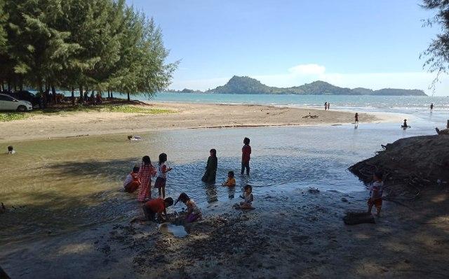 Pantai Ujong Pusong