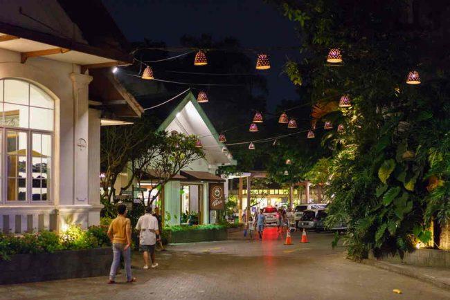 Rumah Mode Bandung Pada Malam Hari
