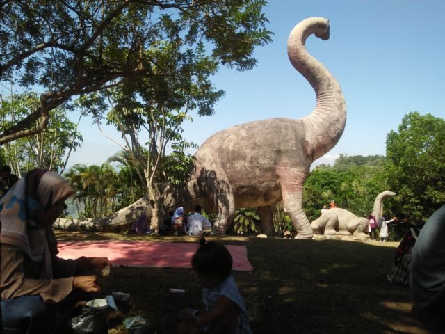 Taman Dinosaurus Majalengka Foto Oleh Eka Priyatna