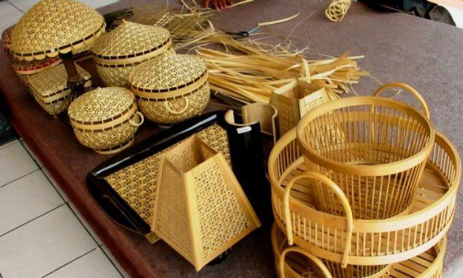 Aneka Kerajinan Bambu via Tokohinspiratif
