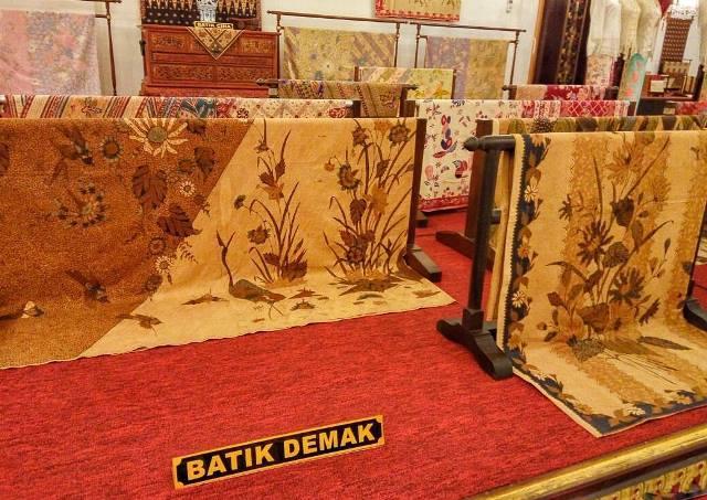 Batik Khas Demak via IG @demakhariini