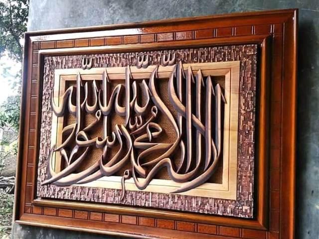 Kerajinan Kaligrafi Demak via IG @alfi.kaligrafijepara