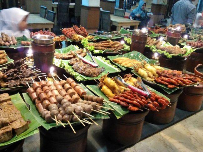 Makanan Khas Sunda Di Ampera Cibabat via Amperadalemkauman