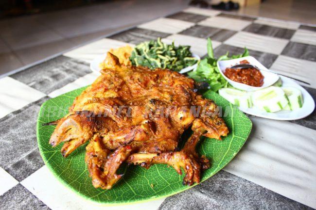 Ayam Panggang Khas Karanganyar via Karanganyarkabgoid