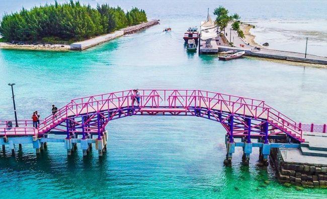 Jembatan Cinta - Tempat Wisata di Pulau Seribu