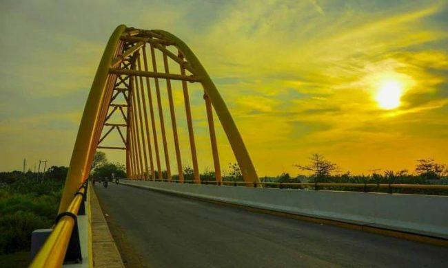 Jembatan Terusan Indramayu via IG @ghifarmr