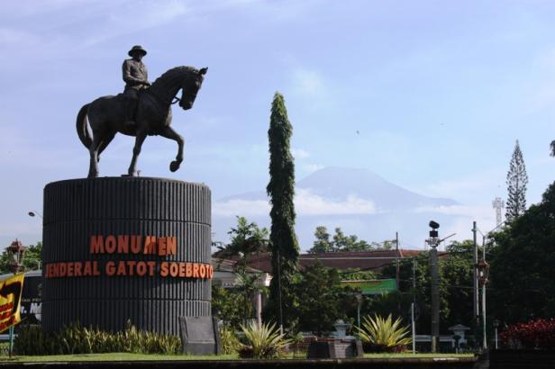 Monumen Gatot Subroto via Sucirahayusejarahblog