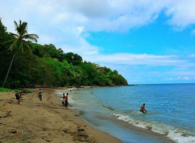 Pantai Ena Bhara