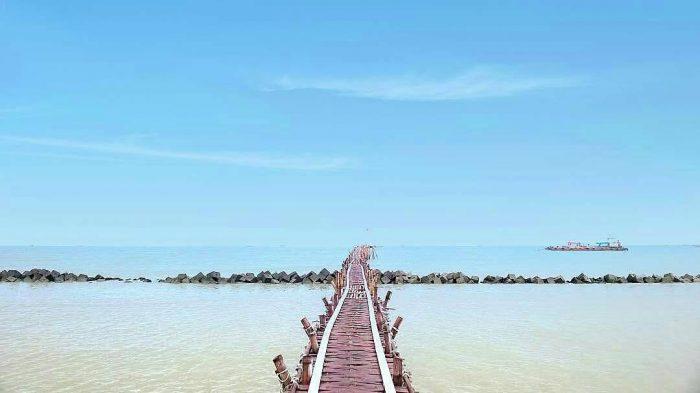 Pantai Tirtamaya via IG @teguhkisworo26