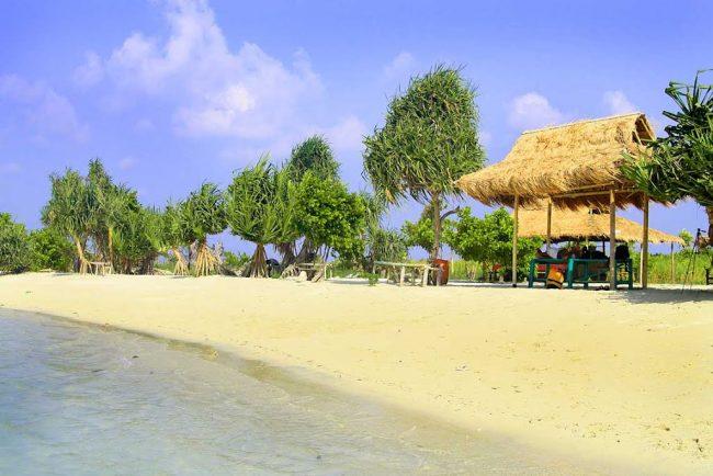 Pulau Pari via tiatiarra.wordpresscom