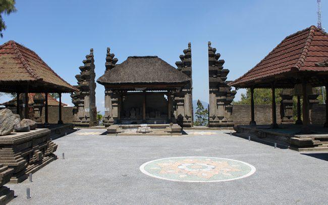 Pura Puncak Penulisan via Kintamani