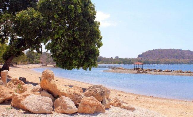 Pantai Ai Loang via IG @intaninchan