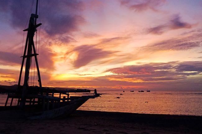 Pantai Lederaga Foto Oleh Zulfikar Aleksandri Travelingyuk