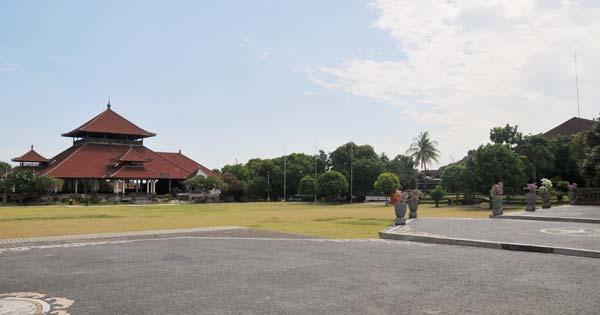 Wisata Lapangan Puputan Klungkung