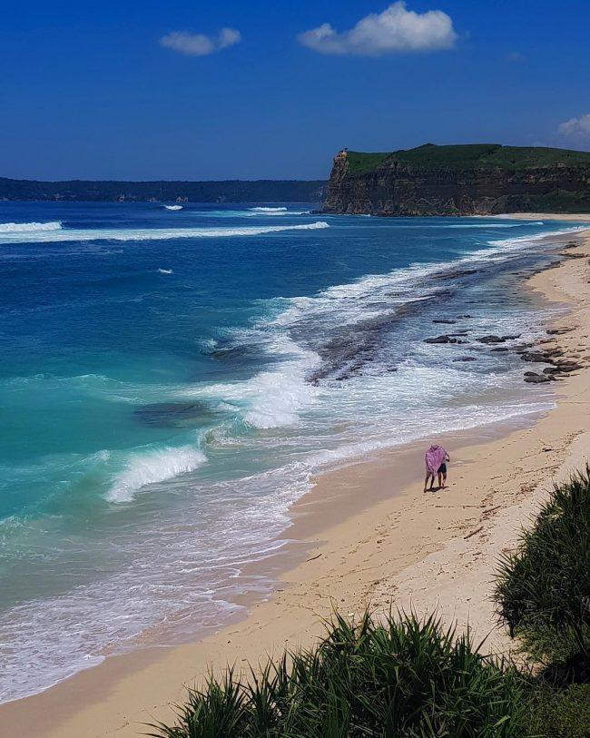 Wisata Pantai Ekas via IG @tarinaminusta