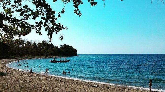 Wisata Pantai Kencana via IG @intansaki