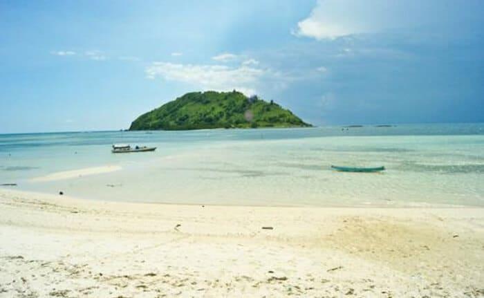 Wisata Pantai Kertasari via IG @wardhanahendra