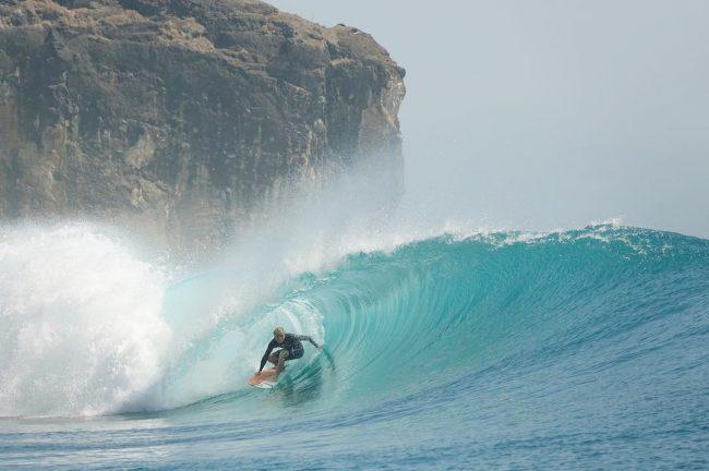 Wisata Pantai Maluk Sumbawa Barat via IG @maluk_surf