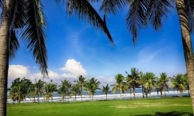 Wisata Pantai Medewi