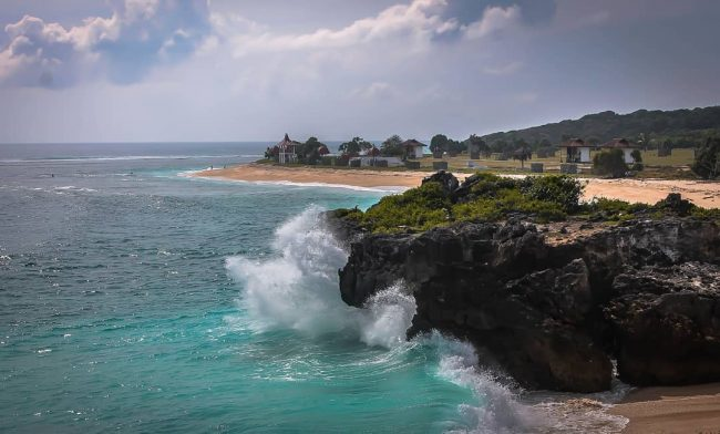 Wisata Pantai Nembrala via IG @andrytantyo