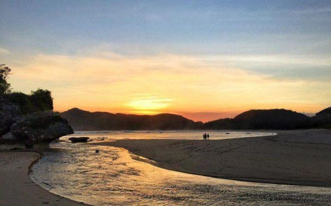 Wisata Pantai Rantung via IG @eviekawati123