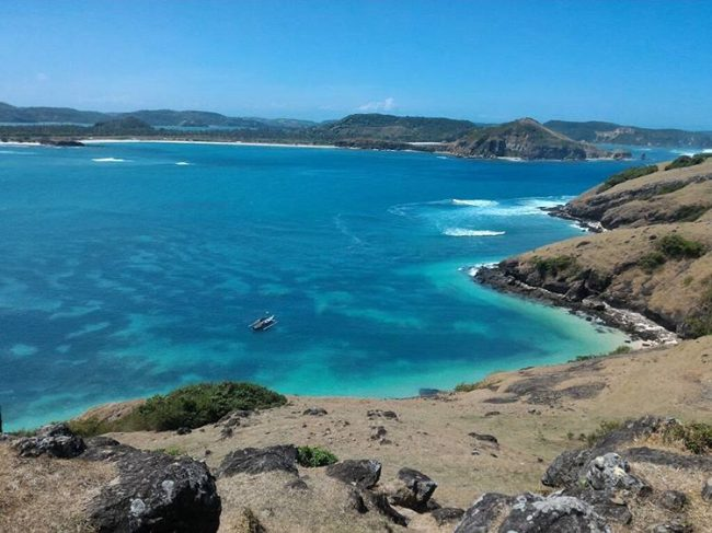 Wisata Pantai Tanjung Aan via IG @ambarwatinovi