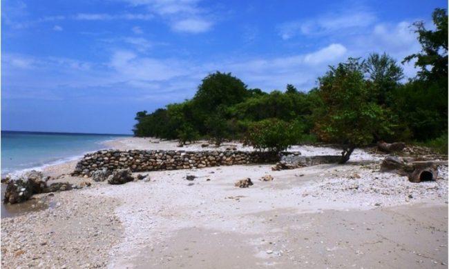 Wisata Pantai Tanjung Pasir Pulau Moyo via Panduanwisata