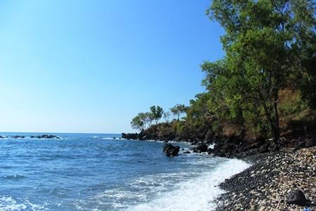 Wisata Pantai Tapak Lawang