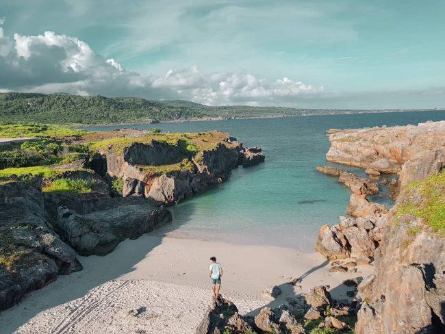 Wisata Pantai Tolanamon via IG @ervan_dimu