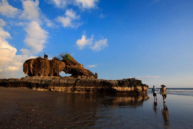 Wisata Pantai Yeh Gangga