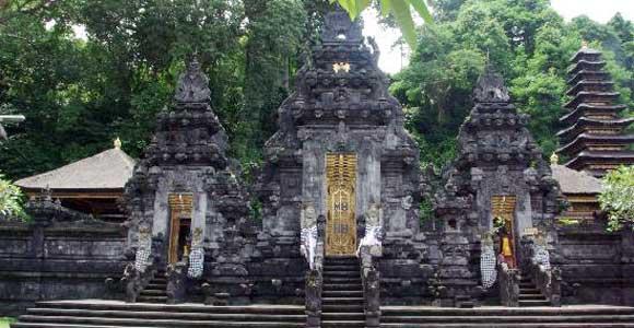 Wisata Pura Goa Lawah
