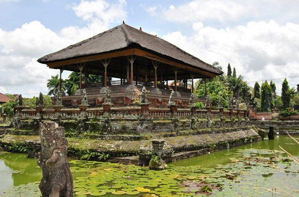 Wisata Puri Agung Karangasem