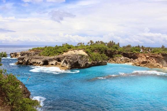 Wisata Tebing Blue Lagoon