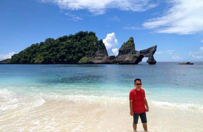 Wisata pantai Atuh via IG @chandra.winoto
