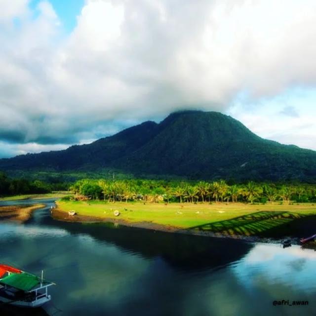 Gunung Poco Ndeki via IG afri_awan - tempat wisata di Manggarai Timur
