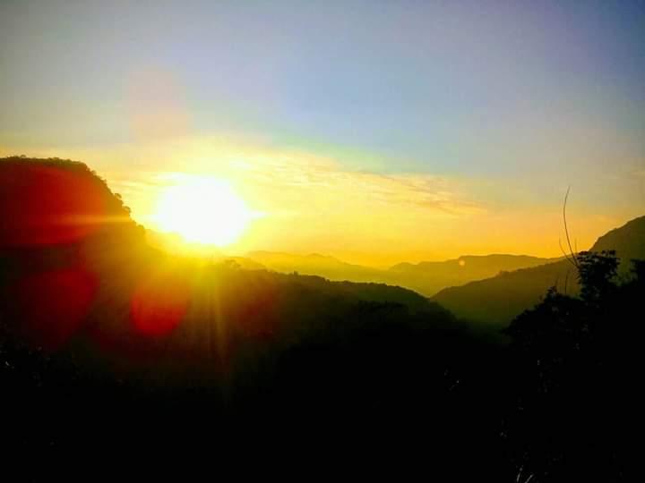 Matahari Terbit di Bukit Golo Ndalo