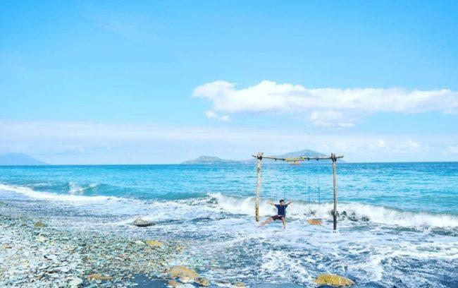 Pantai Batu Biru via IG @charles_sinlae