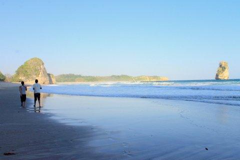 Pantai Watu Maladong - tempat Wisata di Sumba Barat Daya