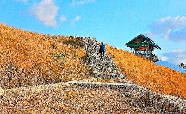 Wisata Bukit Cinta Waijarang via IG @elmanafe