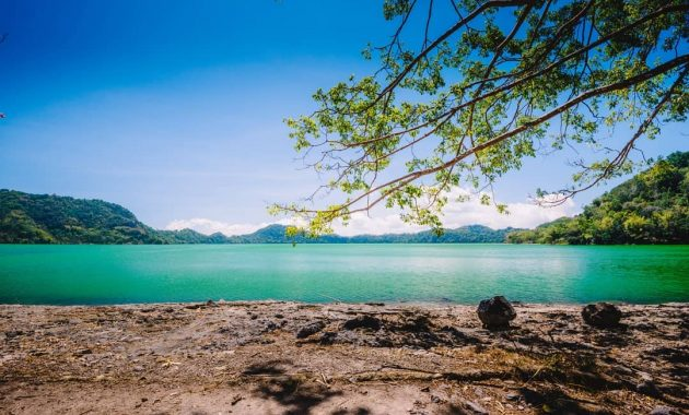 Wisata Danau Sano Nggoang via IG @pegi_pegi