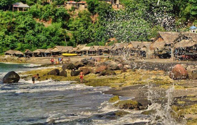 Wisata Desa Nelayan Lamalera via IG @lembatasejauhmatamemandang