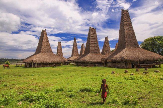 Wisata Desa Ratenggaro via Exploresumba