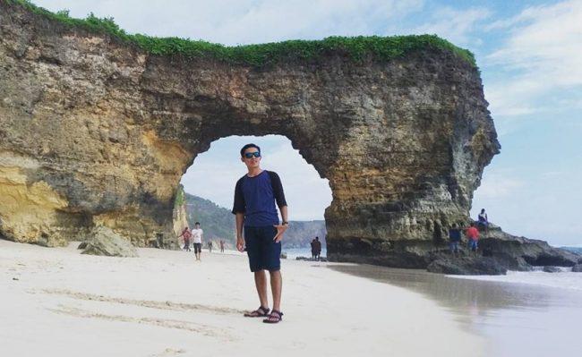 Wisata Pantai Batu Cincin via IG @galihpangestu91