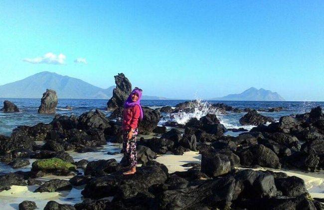 Wisata Pantai Ina Burak vai IG @dhiishya