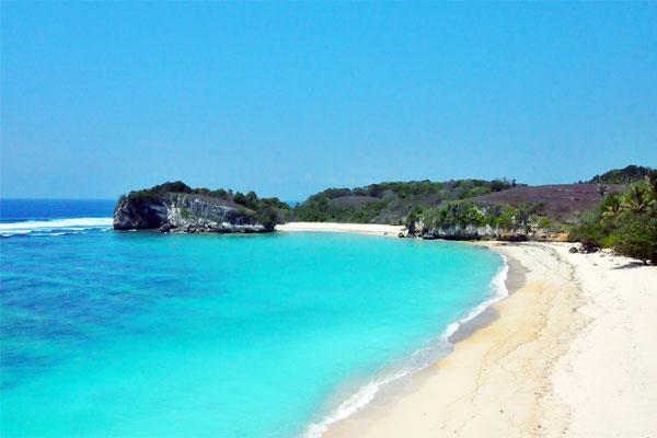 Wisata Pantai Kerewei